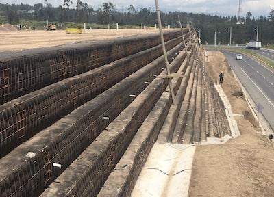 Construcción de muros mecánicamente estabilizados